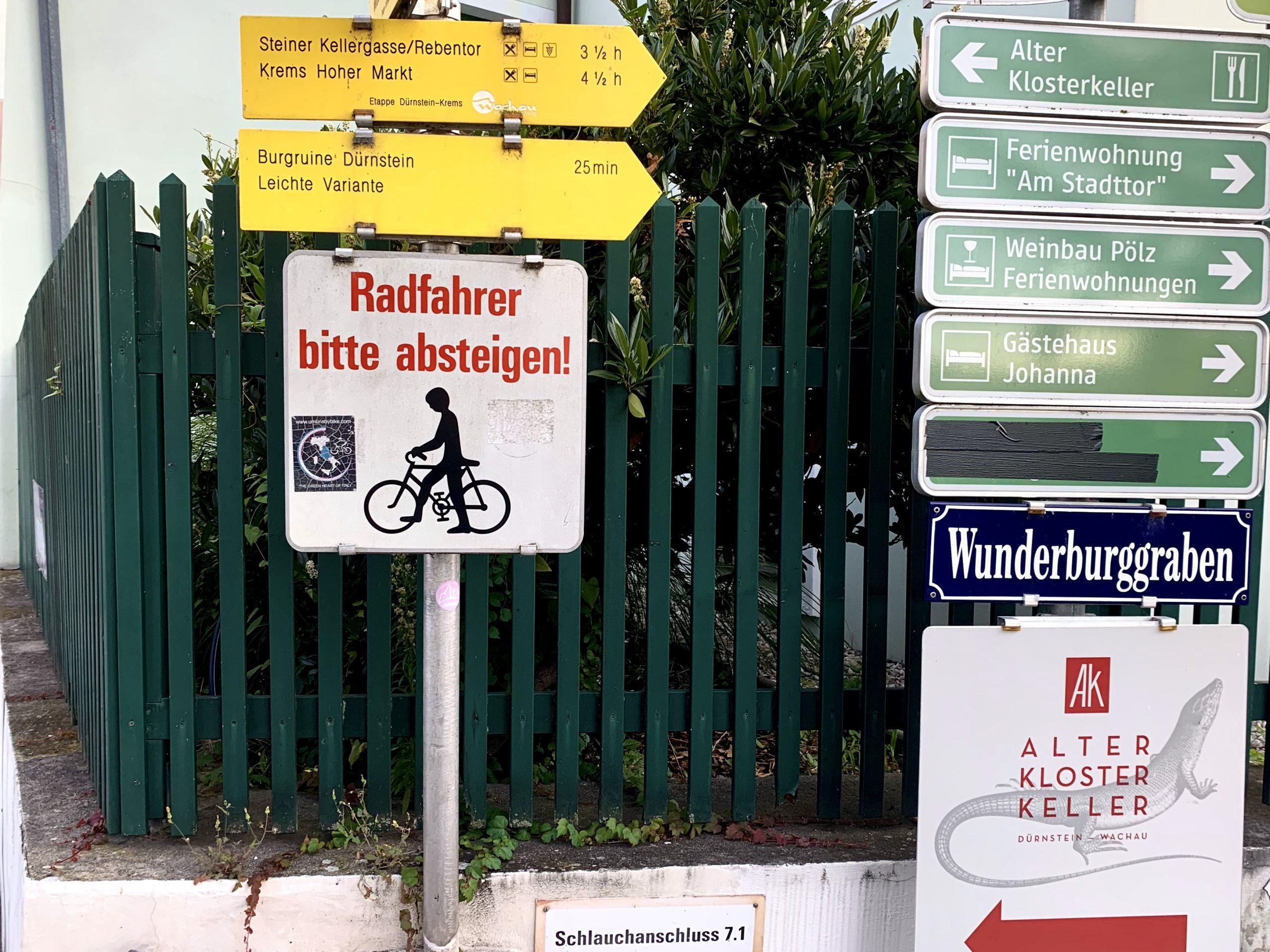 Abzweigung zum leichten Weg auf die Burgruine Dürnstein